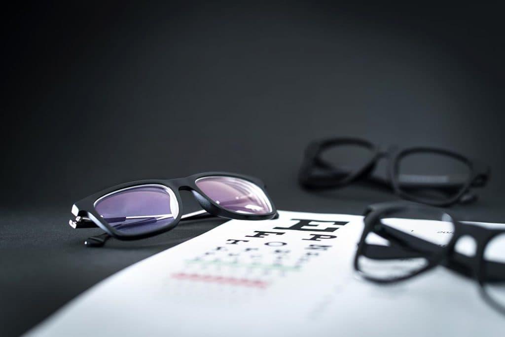 Glasses-On-Eye-Sight-Test-Chart_1280x853-1024x683-1