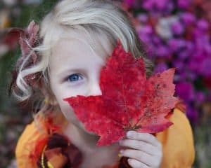 girl leaf eye 1280x1024 1024x819 1