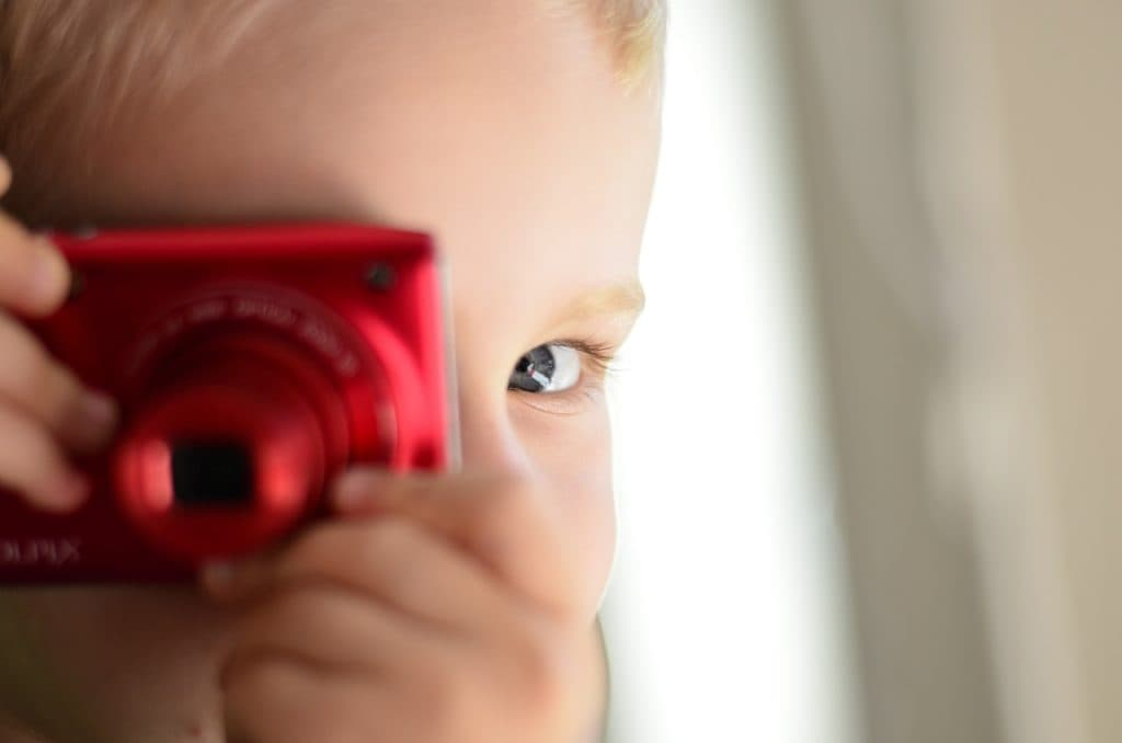 little-boy-photo-camera_1280x847-1024x678-1