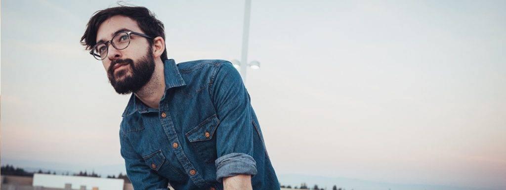 Dark-Hair-Blue-Shirt-Man-Glasses-1280x480-1024x384-1