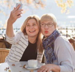 friends selfie 640