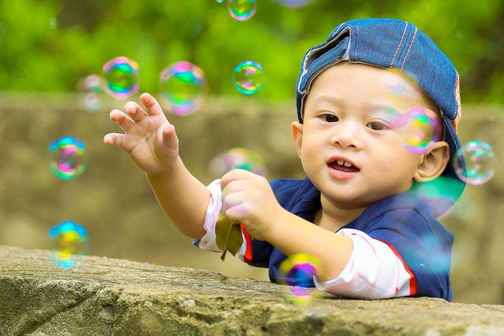 Baby-Boy-Playing-with-Bubbles-1280x853-1-1024x682-1