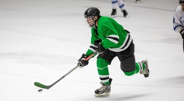 man-playing-hockey-640x350-1