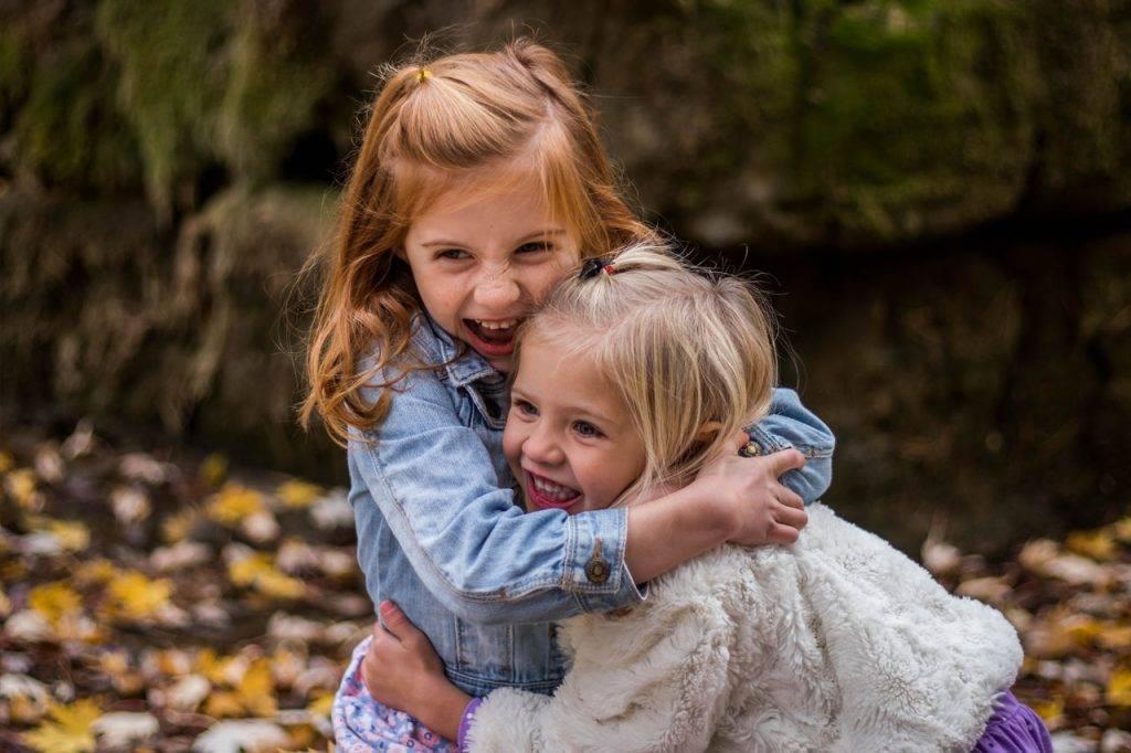 Cute-Happy-Children-Hugging-1280x853-1024x682-1