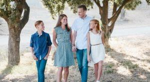 happy family outdoors 640