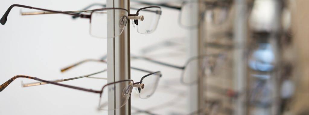 glasses_display_left_focus_blur_right_1280x480-1024x384-1