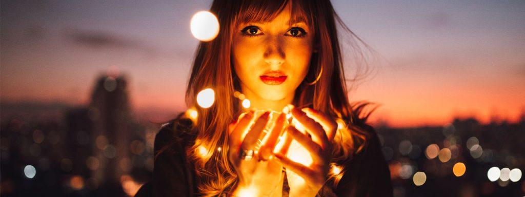 Girl-With-Lights-1280x480-1024x384-1