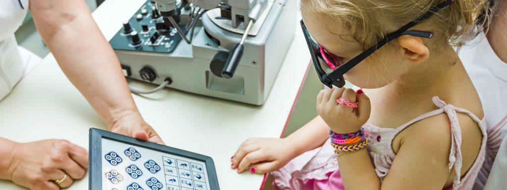 Young-Girl-Child-Eye-Exam-1280x480-1024x384-1