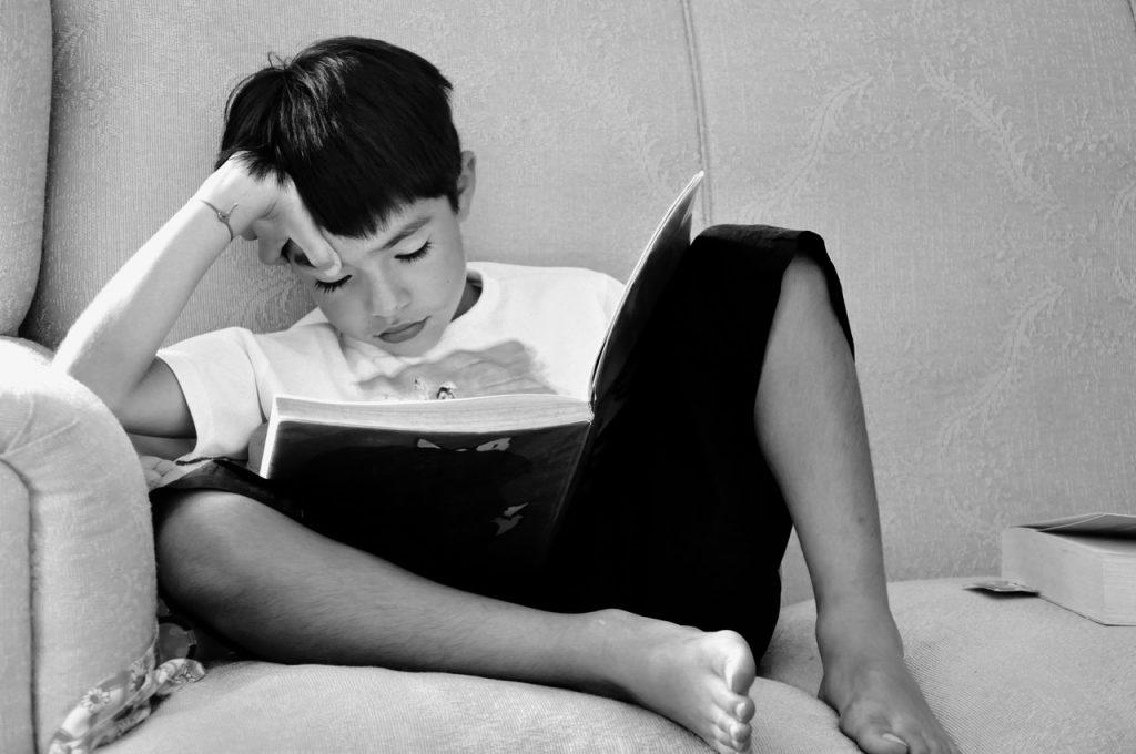 black-and-white-child-reading-1024x680-1