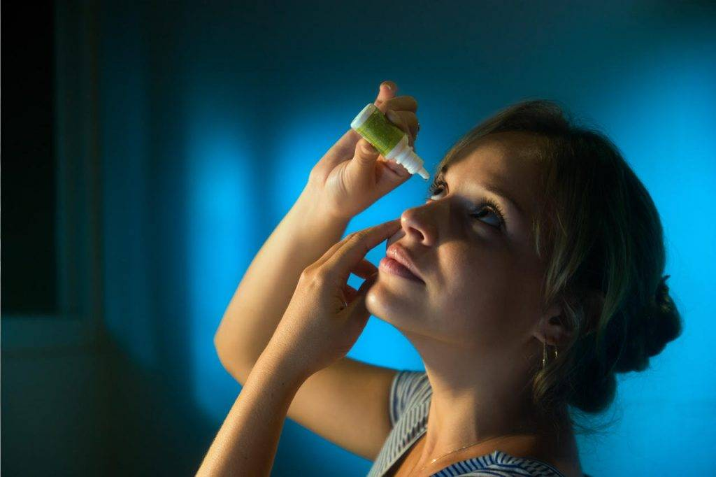 Woman-Putting-in-Eye-Drops-1280x853-1024x682-1