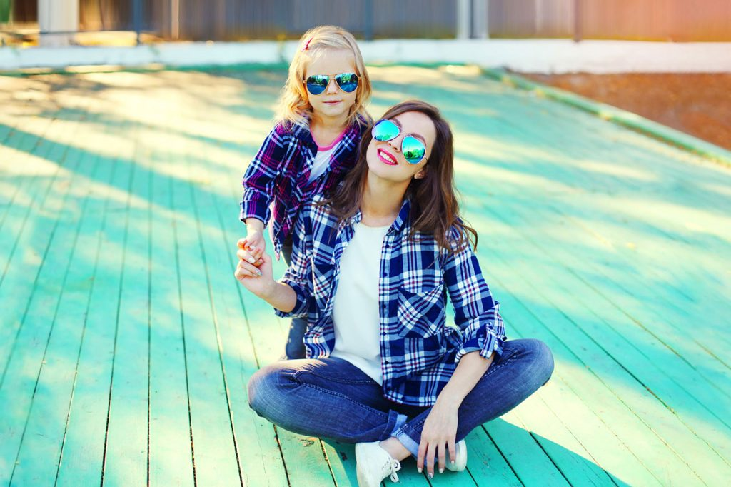 mother-daughter-plaid-shirt-glasses-1280-1024x682-1